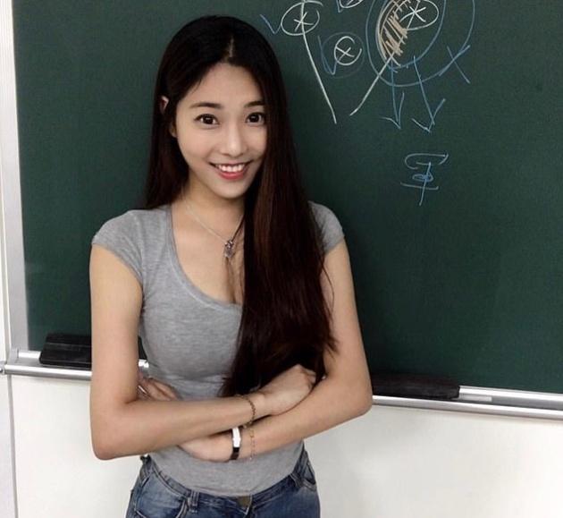 Meet Taiwan's Hottest Teacher (20 pics)