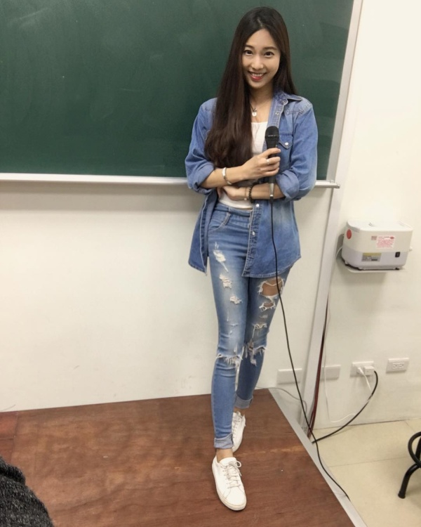 Meet Taiwan's Hottest Teacher (20 pics)
