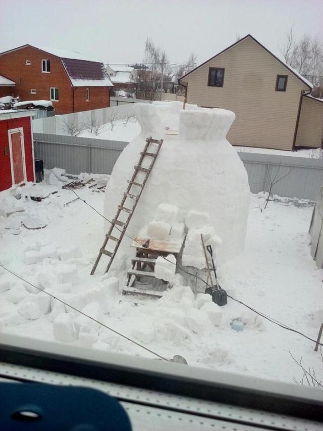 Giant Snowman (8 pics)
