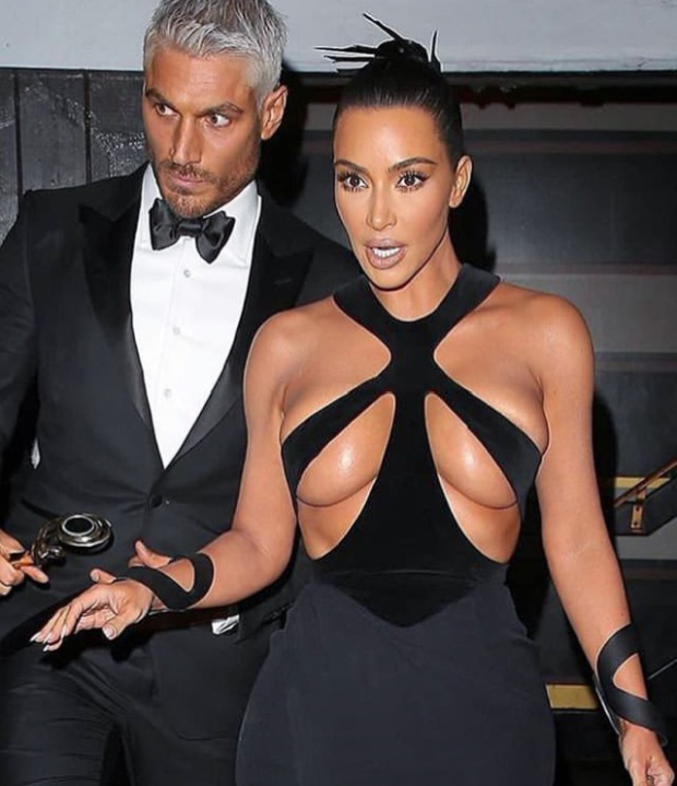 Kim Kardashian's Very Hot Dress (4 pics)