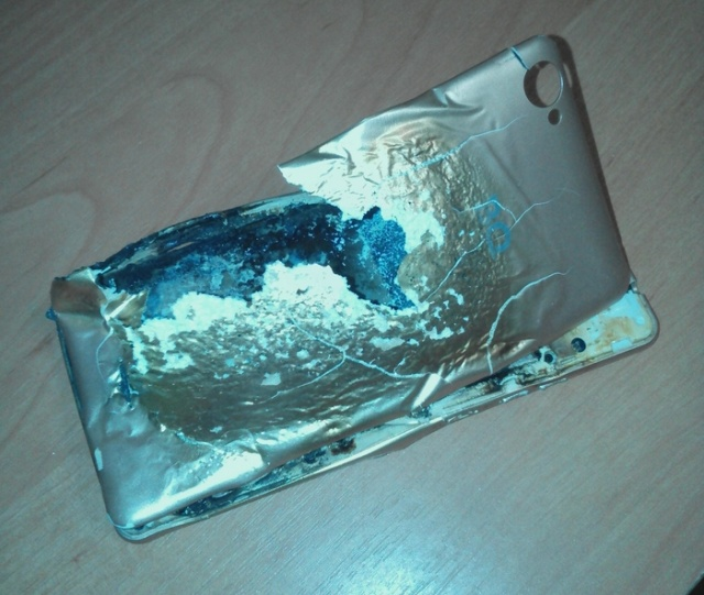 Another Phone Explosion (5 pics)