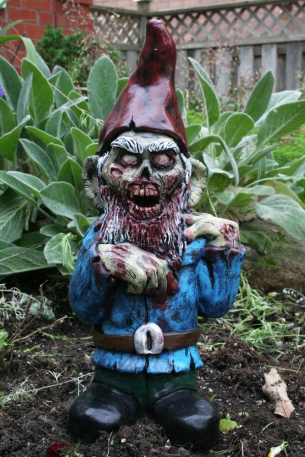 Zombie Garden Gnomes (14 pics)