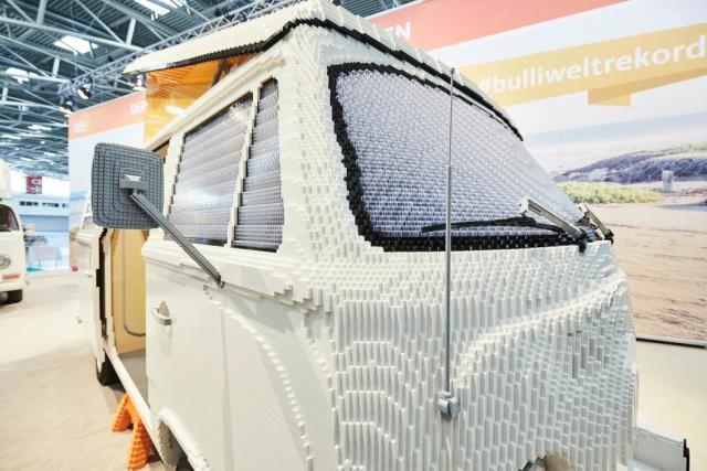 volkswagen t2 hippie van from 400 000 lego parts 6 pics. Black Bedroom Furniture Sets. Home Design Ideas