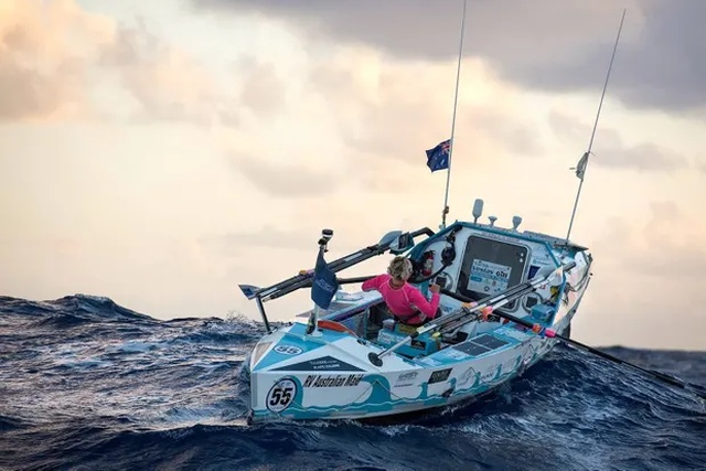 Michelle Lee After Crossing Atlantic Ocean (4 pics)
