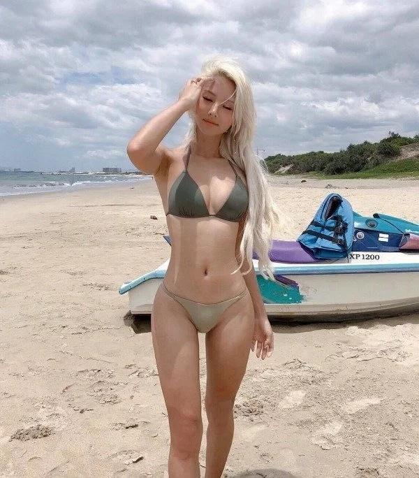Very Hot Girls (40 pics)