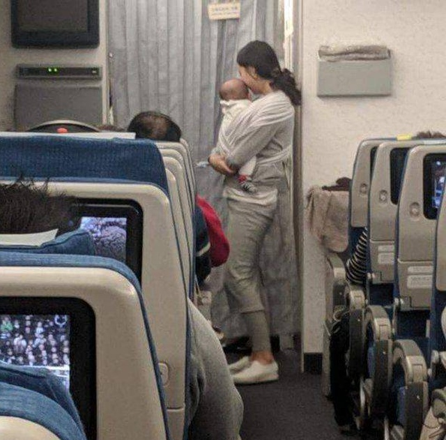 This Mom Is Awesome. Apology to Passengers (4 pics)