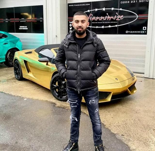 Gold Lamborghini Explodes (7 pics)