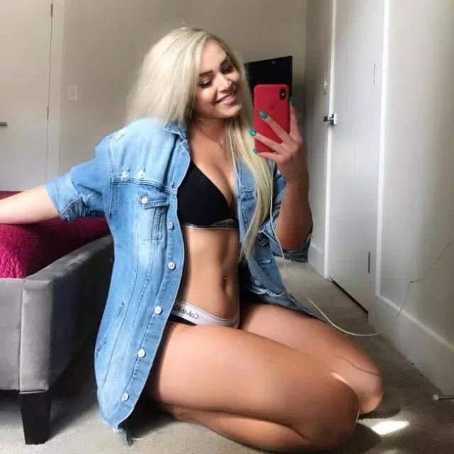 Girls In Bikinis (35 pics)