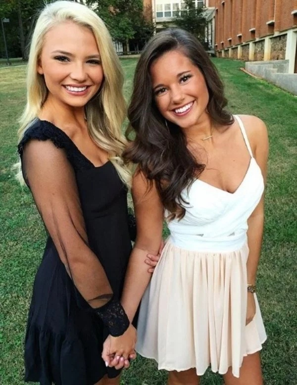 Blondes And Brunettes (30 pics)