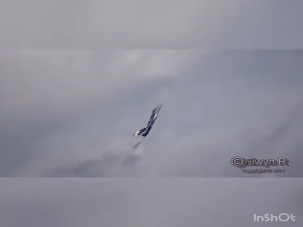 Stunning Landing Maneuver With The Rafale