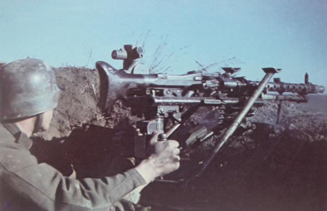 German Machine Gun Found From World War II (10 pics)