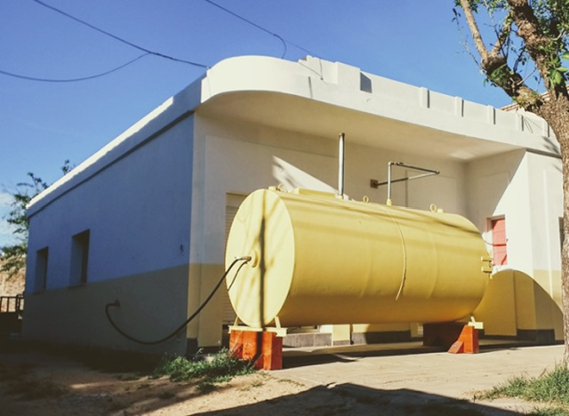Architect Martín Marro Builds Cozy Home Inside The Real Oil Tank (5 pics)