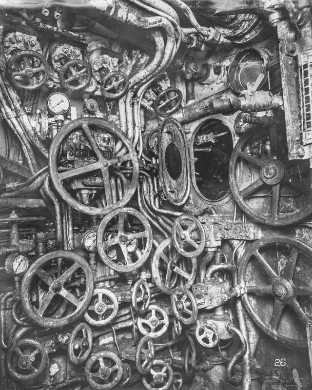 Inside An Old German Submarine (21 pics)