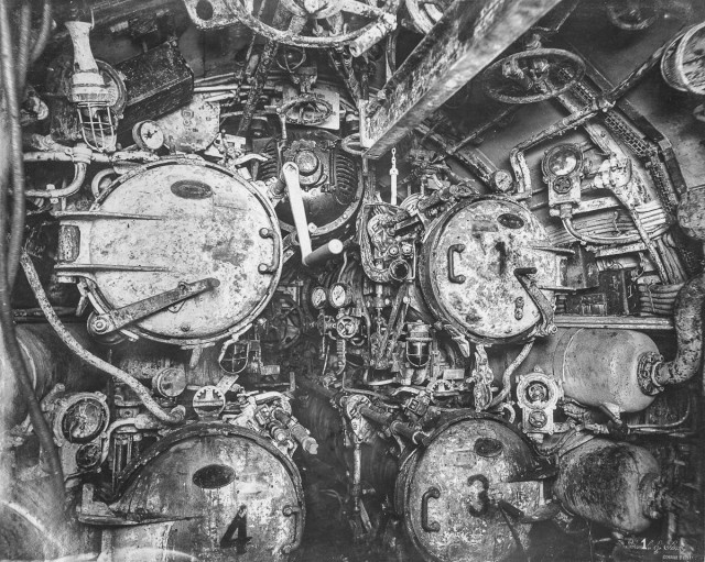 Inside An Old German Submarine (21 pics)