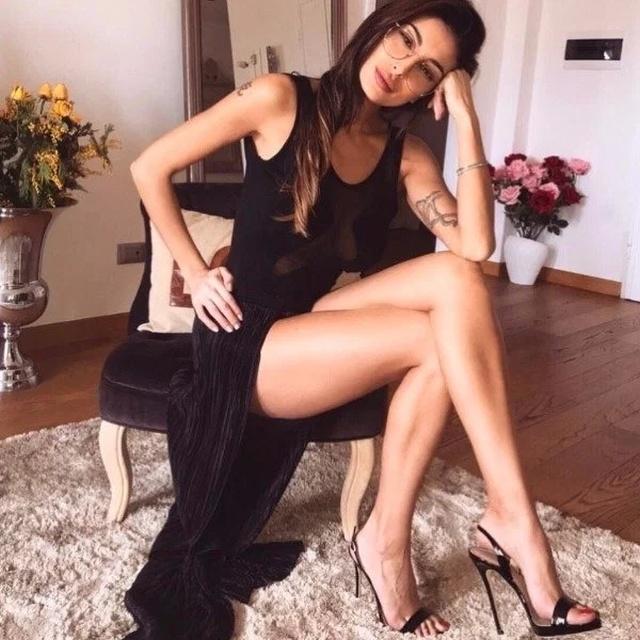 Girls With Long Legs (26 pics)