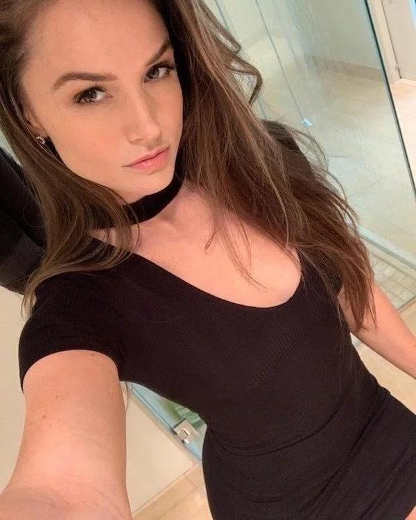 Very Hot Girls (30 pics)