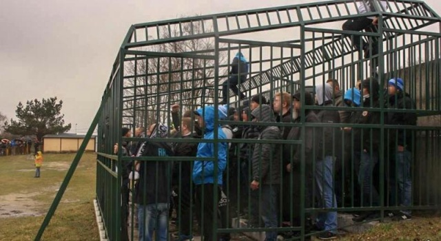 Polish Fans Were Put In A Cage (4 pics)