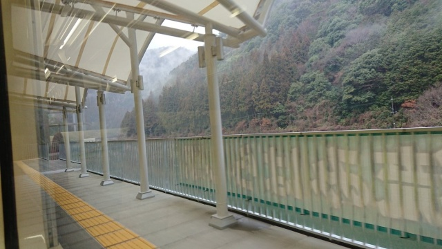 New Japanese Train Station Has No Entrance Or Exit, Only Used To Admire The Scenery (7 pics)