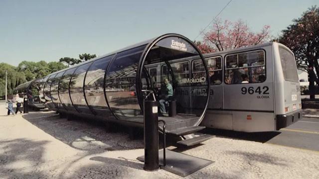 Nagyon szokatlan buszmegálló a világ körül (21 kép)