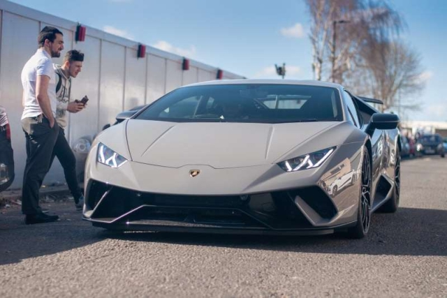 Driver Slams Lamborghini Into The Wall (4 pics + video)