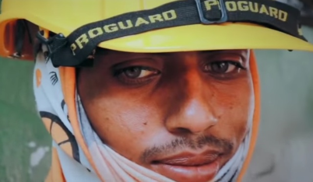 Bangladeshi Construction Worker's 'Runway' Gaze Heats Up The Internet (4 pics)