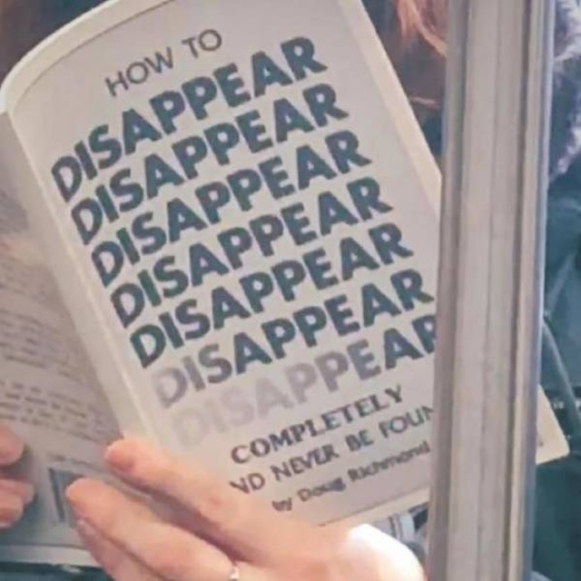 People On The Subway Read Strange Things (30 pics)