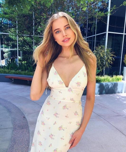 Girls In Summer Dresses (32 pics)