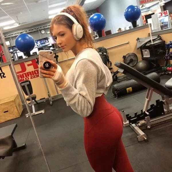 Girls In Yoga Pants (34 pics)