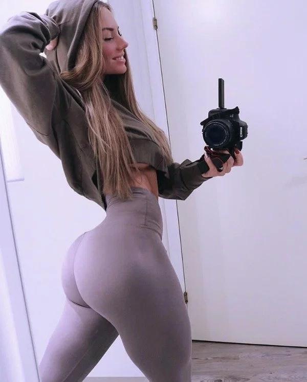 Girls In Yoga Pants (34 pics)