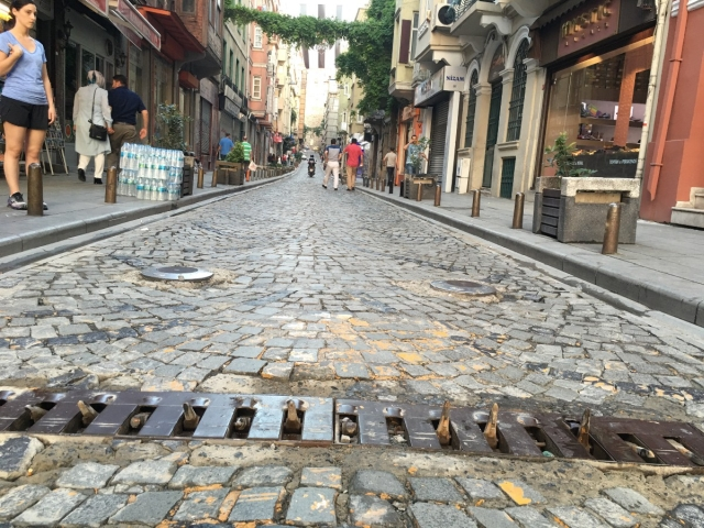 One-Way Streets In Istanbul Enforced With Rental Car Spikes (2 pics)