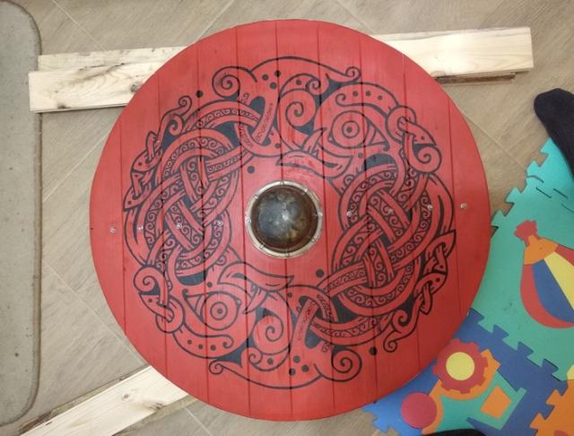 Scandinavian Style Shield (16 pics)