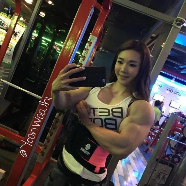"Meet Yeon-woo Jhi, A South Korean ""Muscle Barbie"" (16 Pics"
