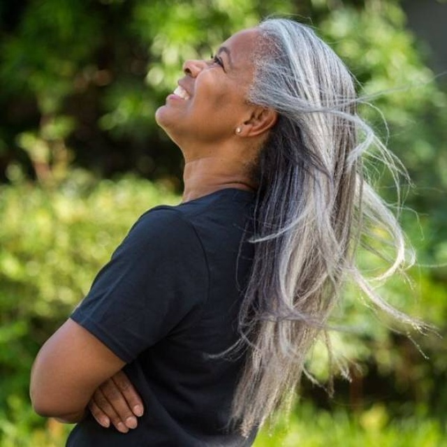 Women with Natural Gray Hair (30 pics)