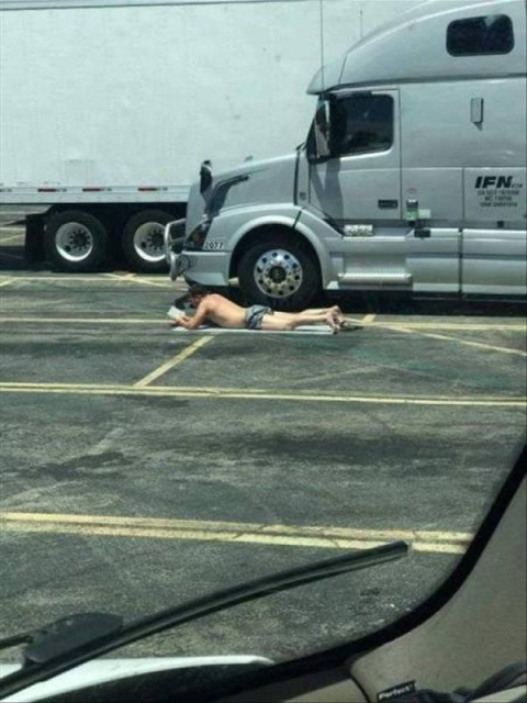 Strange Things You Can Meet On The Road (36 pics)
