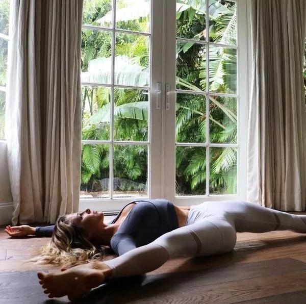 Yoga Girls (32 pics)