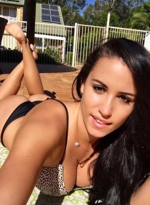 Hot Busty Girls (30 pics)