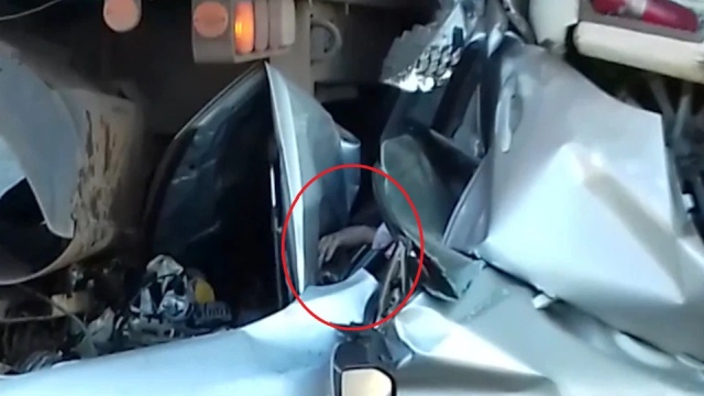 Driver Miraculously Escapes Horror Crash In Brazil (8 pics)