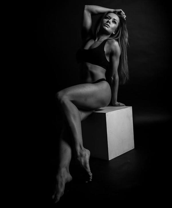 Russian Strong Girl Oksana Smoroda (15 pics)
