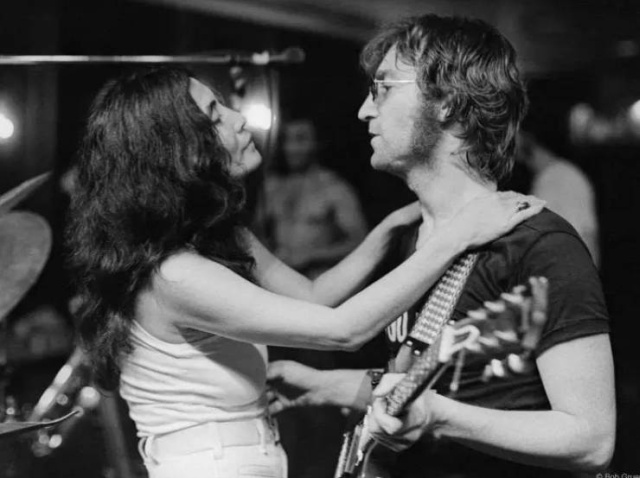 Morrison Hotel Gallery Shares Rare Images Of Celebrities From Their Private Collection (40 pics)