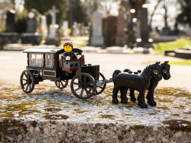 Vienna Cemetery Now Offers LEGO Set, So You Can Recreate Funerals (7 pics)