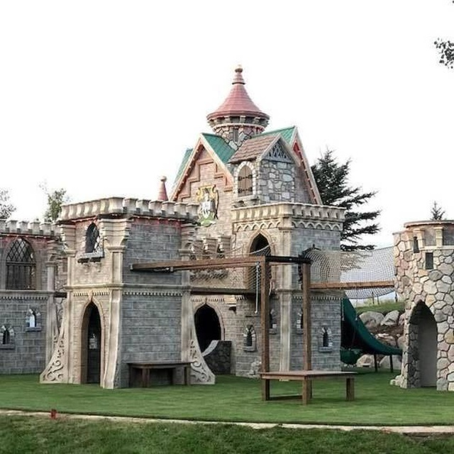Awesome Playhouses For Kids (21 pics)