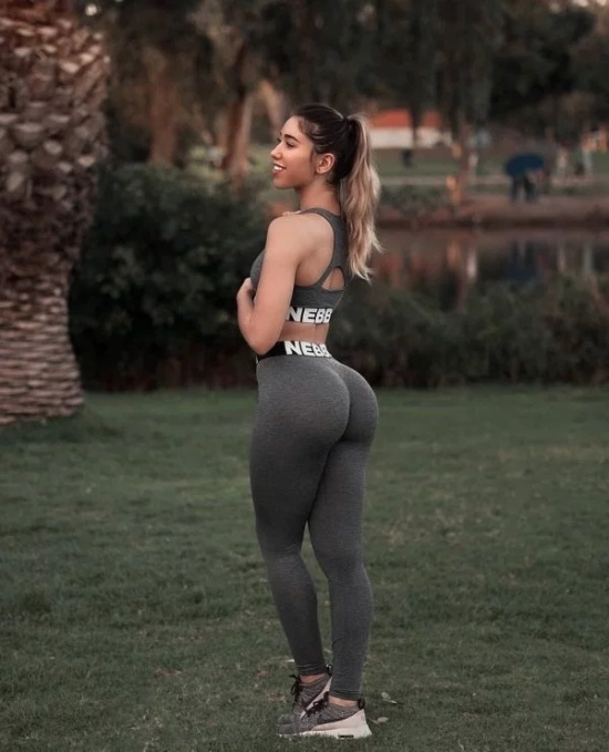 Girls In Yoga Pants (30 pics)