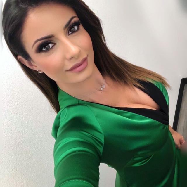 Monica Bertini Is One Of The Hottest Italian Journalists (20 pics)