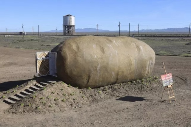House Inside A Giant Potato (14 pics)