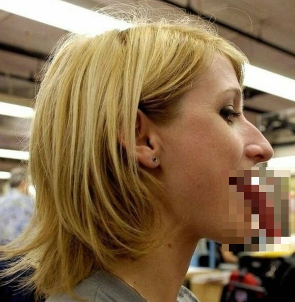 People With Very Long Tongues (17 pics)