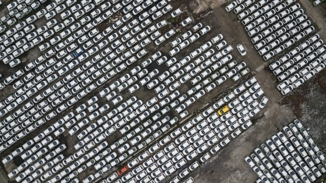 Electric Vehicle Cemetery in China (6 pics)
