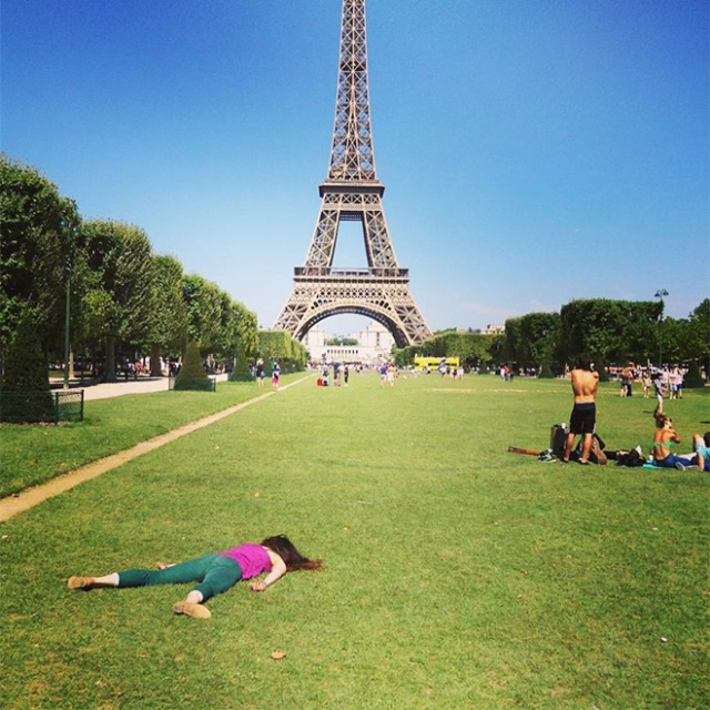 """Woman Takes Anti-Selfies by """"Dying"""" at Famous Landmarks  (20 pics)"""