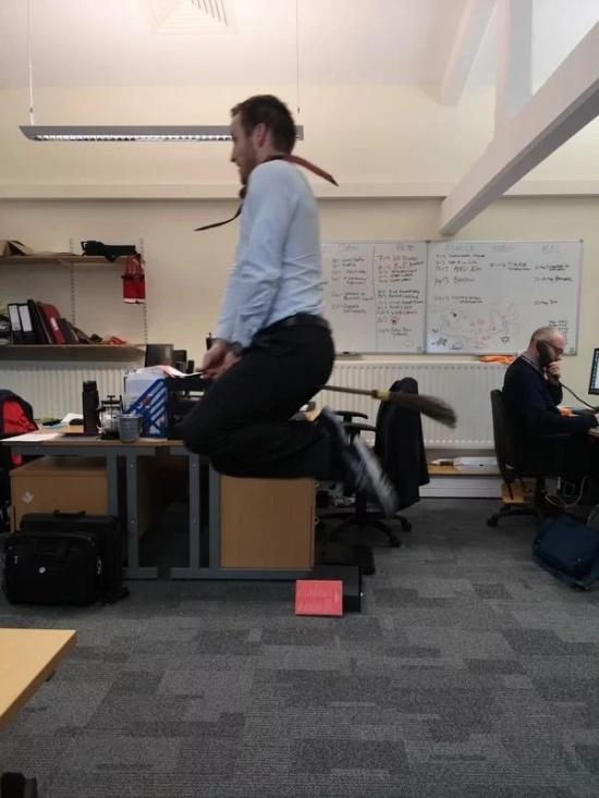 Fun At Work (31 pics)