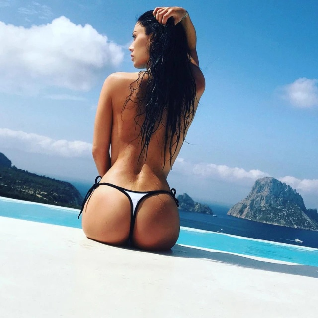 'Shelfie Belfie' Is The New Instagram Pose Girls Are Loving (15 pics)
