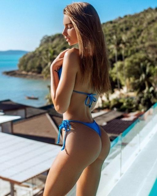 Hot Girls On The Beach (27 pics)